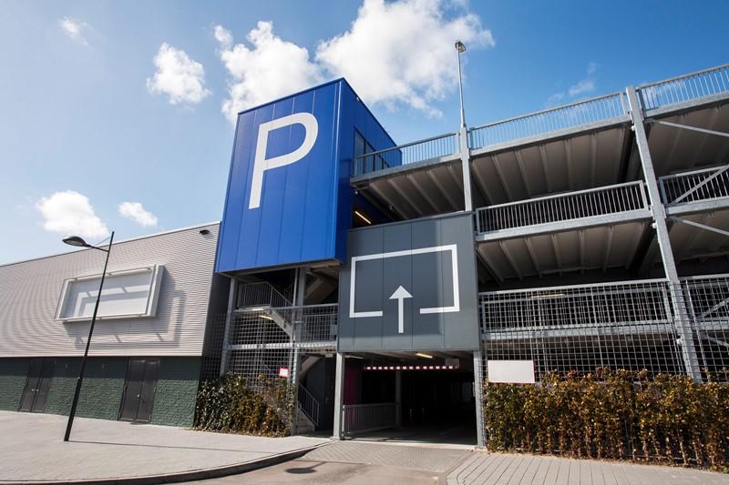 Parkeren bij attractiepark is aparte dienst